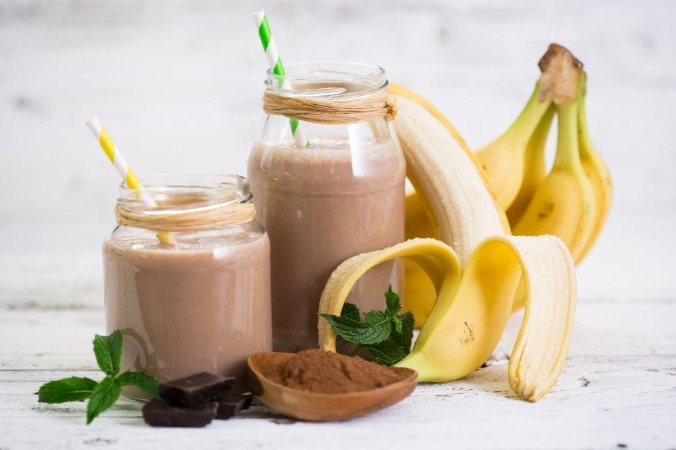 Duo, smoothie au chocolat et à la banane