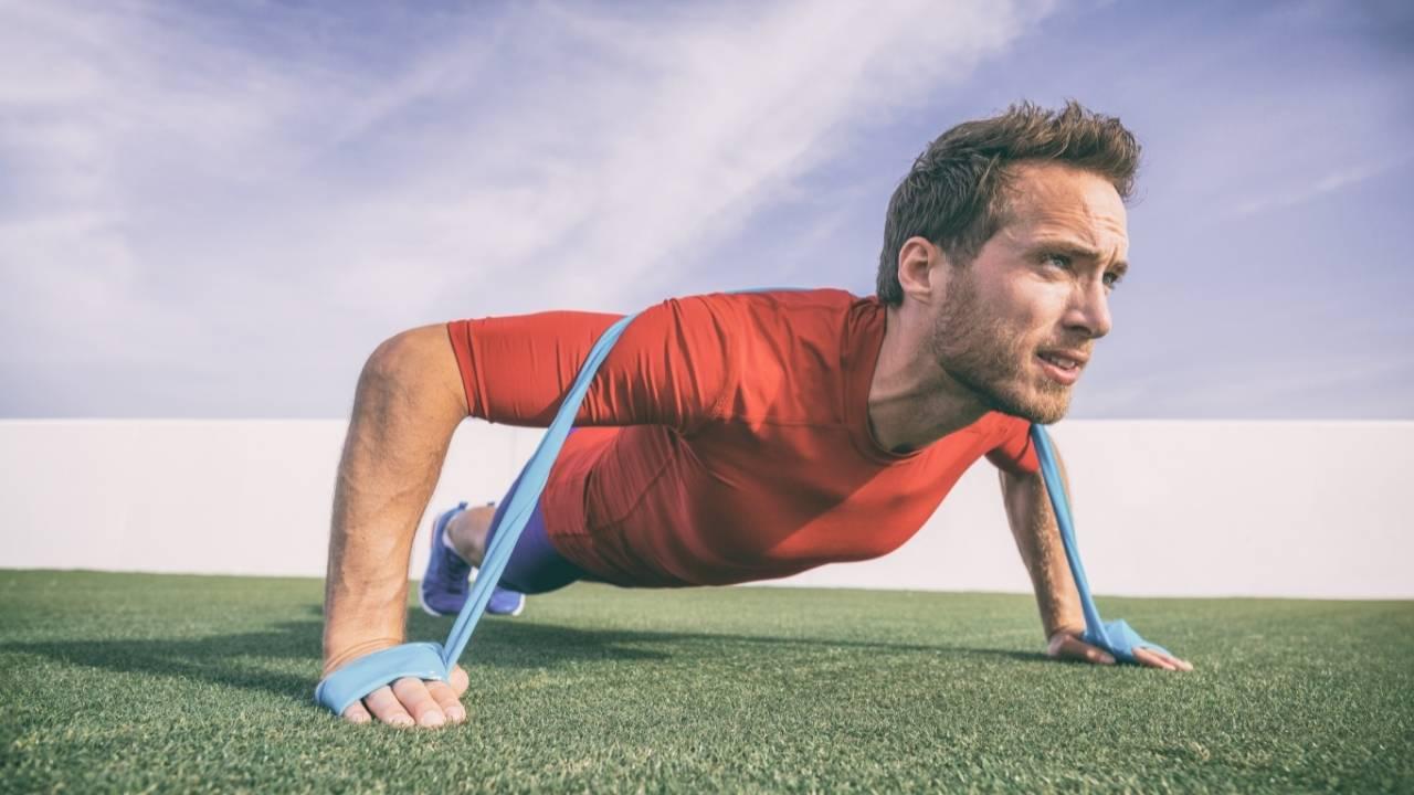 Pompes avec élastique de musculation